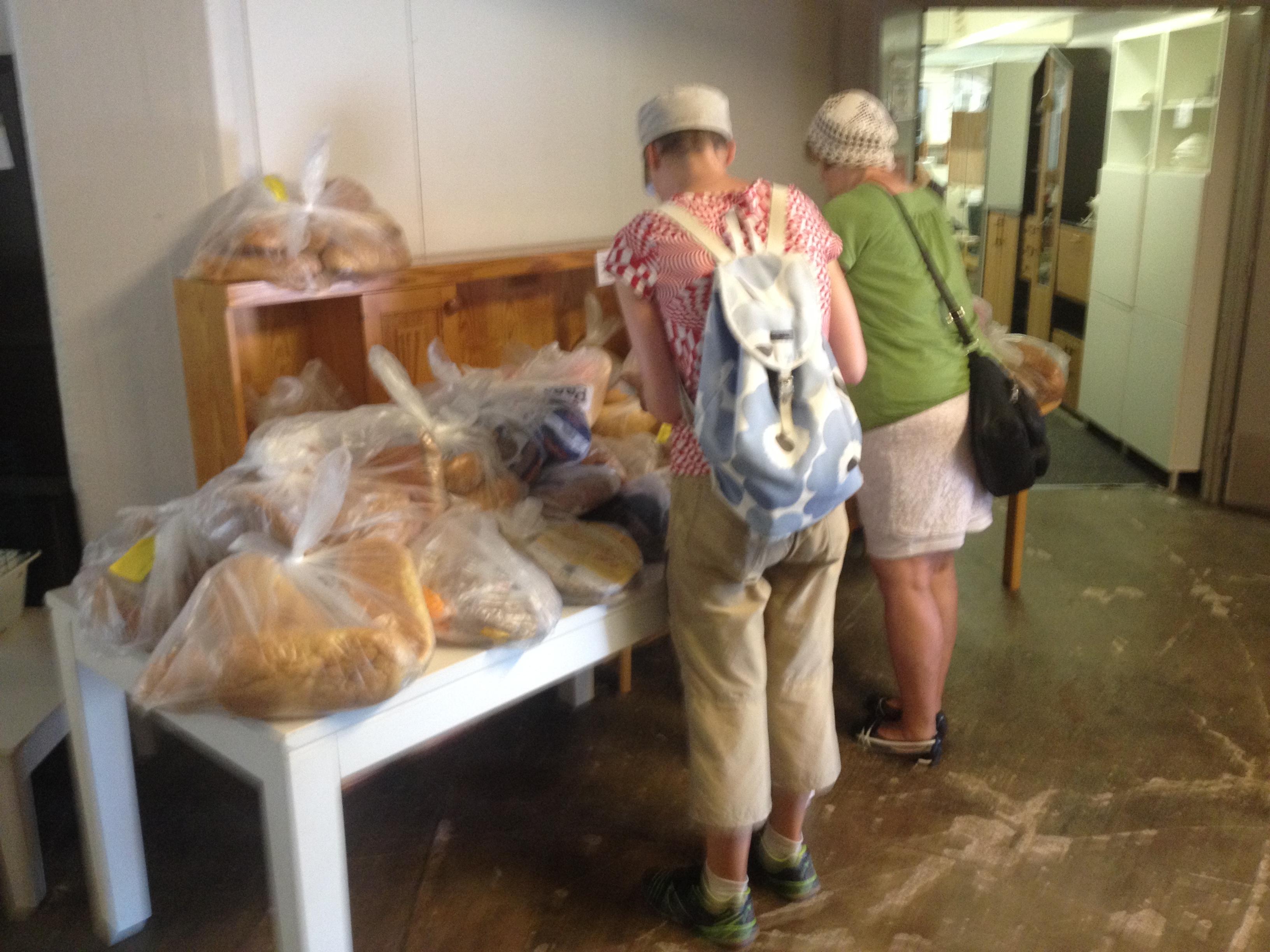 Suuretkin leipäsäkit menevät kuin kuumille kiville :)